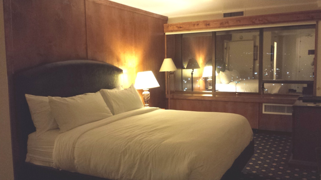 antlers-hotel-executive-king-suite-bedroom