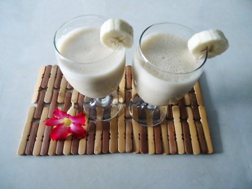 Banana Cinnamon Smoothie-sarahllampley.com