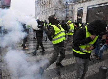 yellow vest march weekend