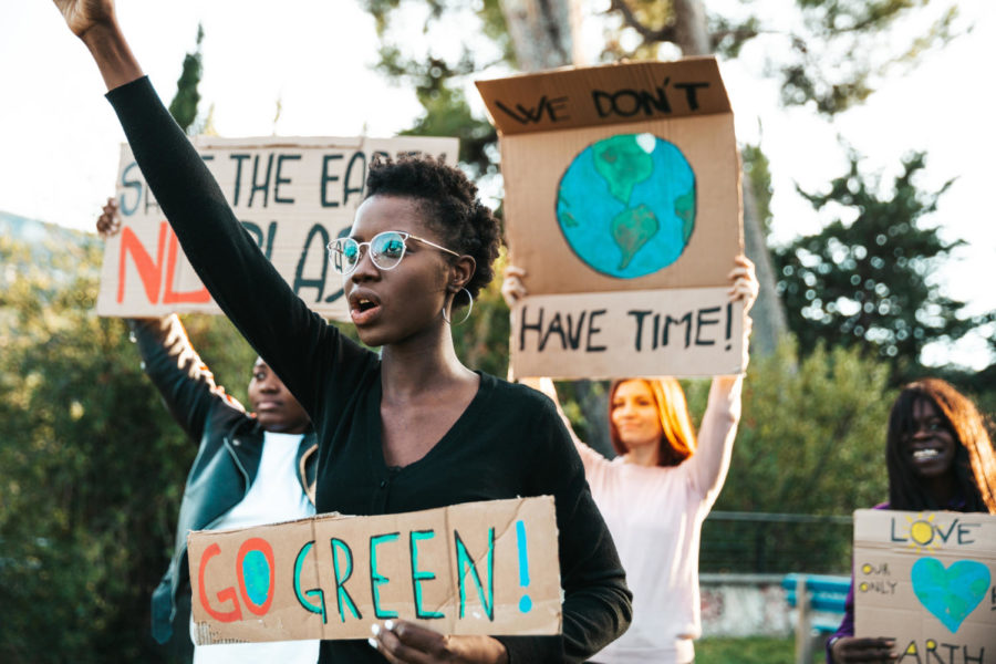 Young+group+of+teenagers+activists+demonstrate+against+global+warming.