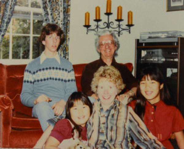 Holly Hoyle gemeinsam mit ihren amerikanischen Adoptiveltern