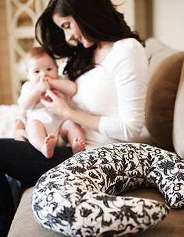 How to score a free nursing pillow and 20 other websites you need to know about when you are pregnant