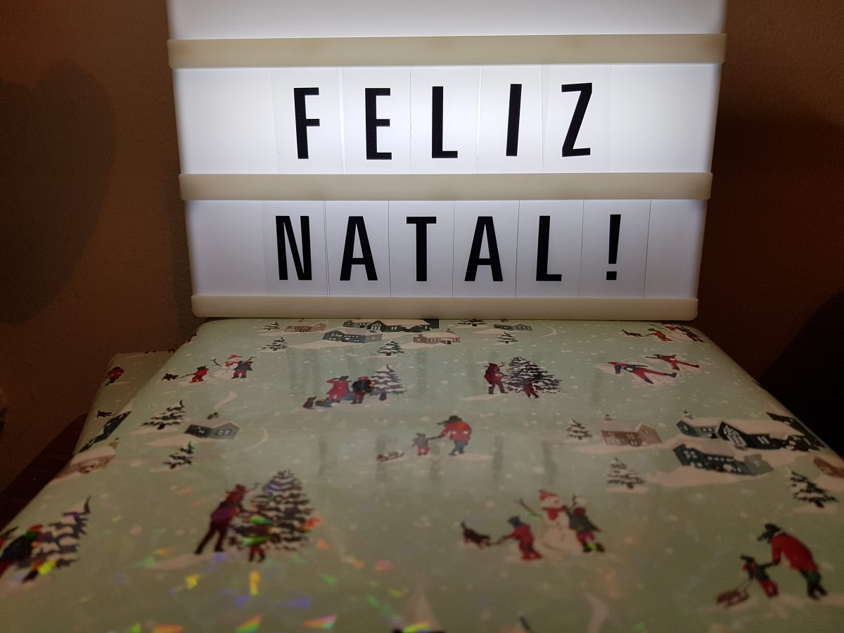 Christmas gift ideas for bilingual children - Merry Christmas sign in portuguese