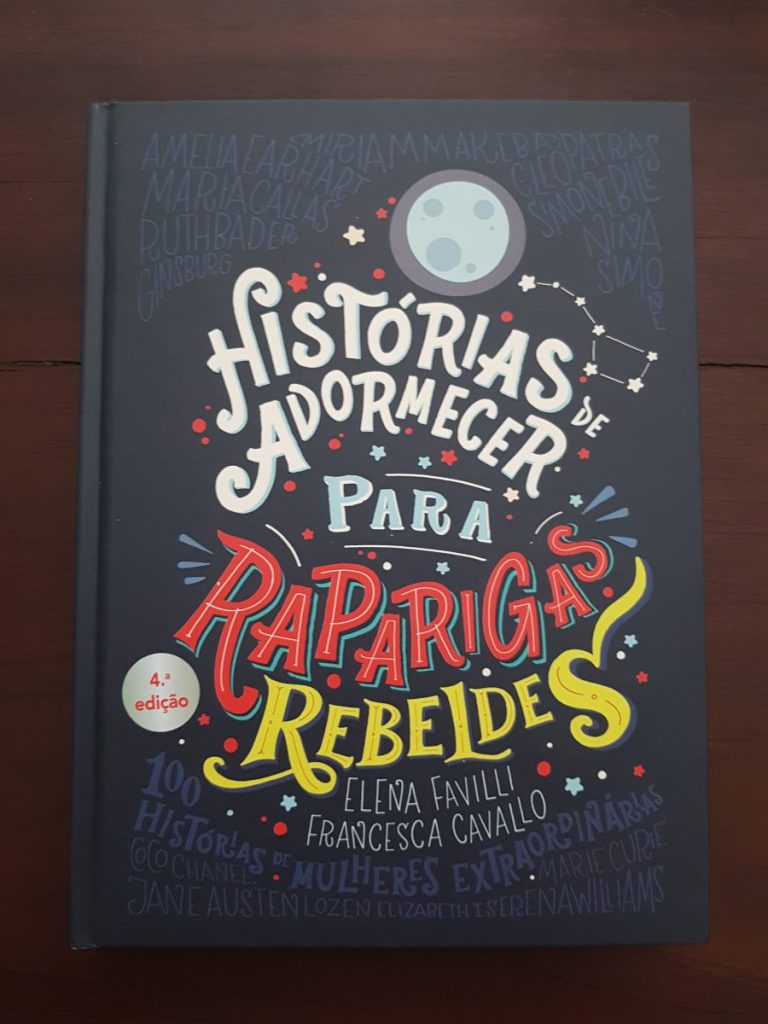 Bedtime Stories for Rebel Girls book in Portuguese