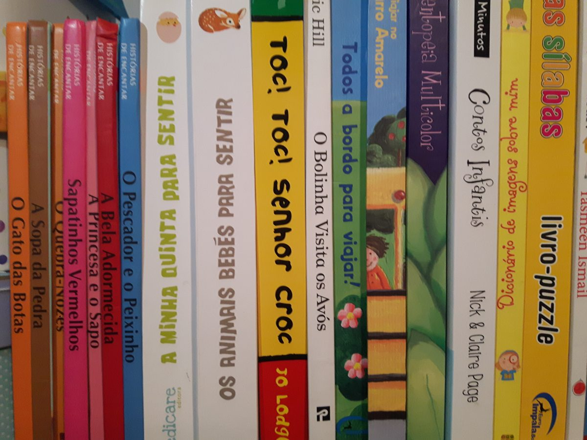 where to buy Portuguiese language resources for bilingual children