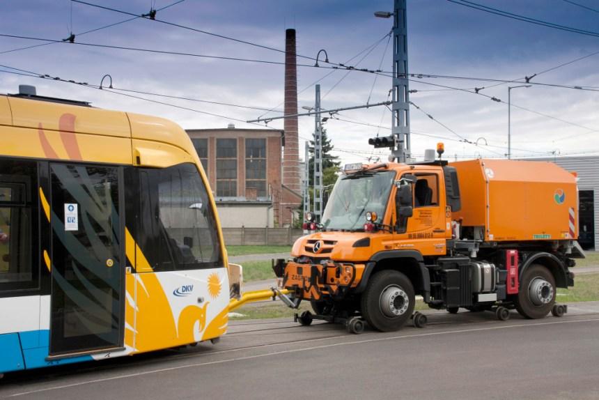 Mercedes-Benz auf der Bahntechnikmesse Innotrans: Der Unimog – vielseitig auf Schiene und Straße
