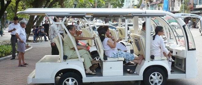 Hanoi Rejects Proposal to Increase Tourist Ferrying Electric Cars