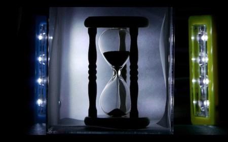 砂時計はバックライトで撮影