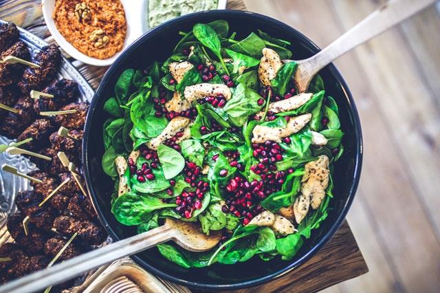 Motivation für gesunde Ernährung - Ein großer gesunder Salat