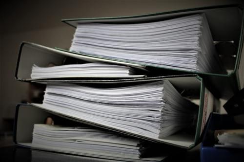 Motivation Bachelorarbeit - Ein riesiger Papierstapel