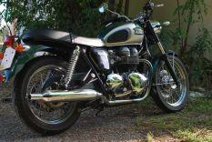 triumph-bonneville-vert-classic-bike-esprit