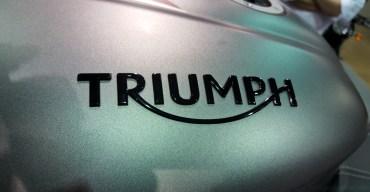 2017-triumph-street-triple-tank-badge-motoadvr