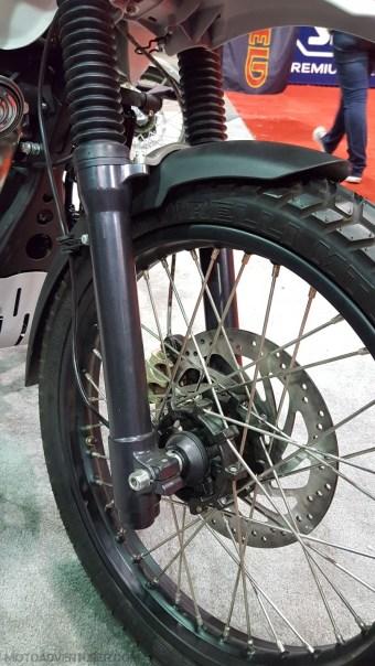 royal-enfield-himalayan-front-wheel-motoadvr