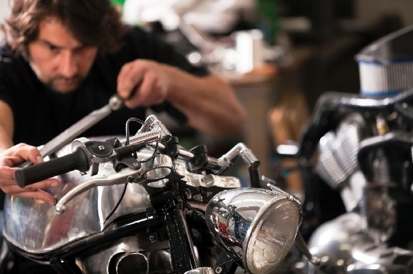 Vérifications, contrôles, et entretien de la moto