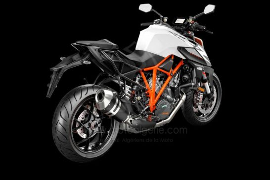 245757_1290 SuperDuke R MY19 Black-White Rear-Right