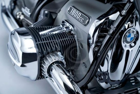 P90386424_lowRes_the-bmw-r-18-first-e