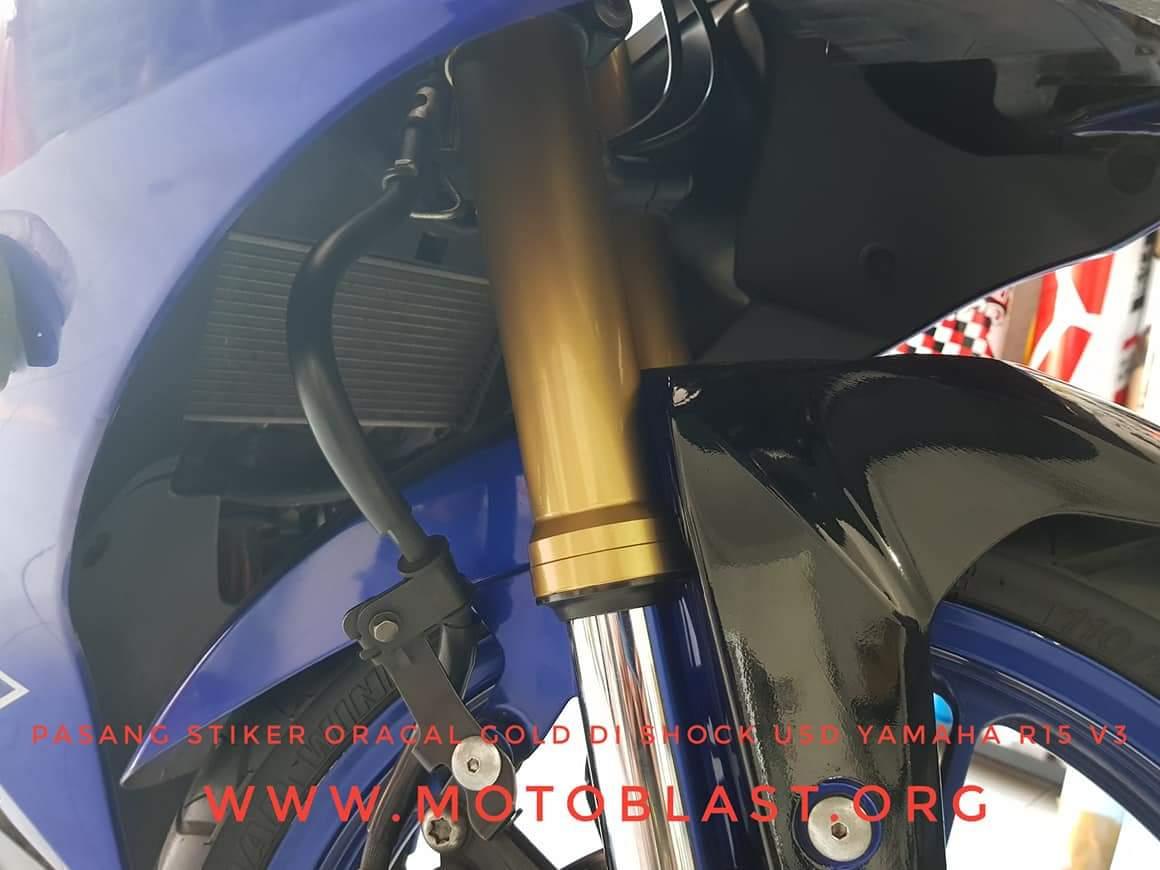 Pasang-stiker-oracal-gold-di-shock-R15-v3-1