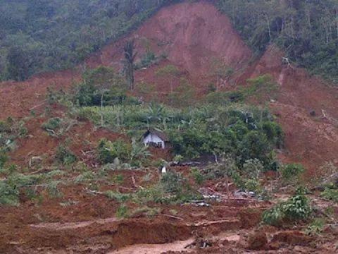 rumah kyai terhindar dari longsor banjarnegara