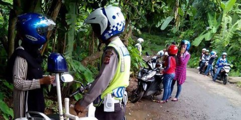 heboh-polisi-razia-di-jalan-kampung