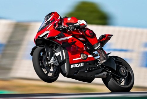 2020-Ducati-Superleggera-V4 test ride