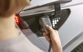 Baterie IONIQ-a można ładować prądem stałym z mocą do 350 kW.
