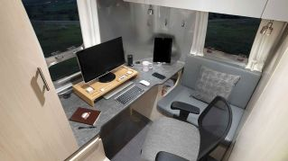 2021Airstream Flying Cloud 30 Office (11)
