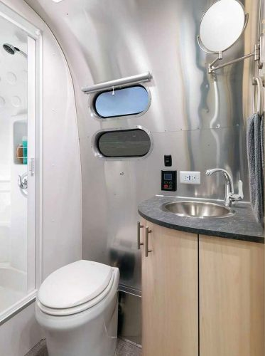 2021Airstream Flying Cloud 30 Office (2)