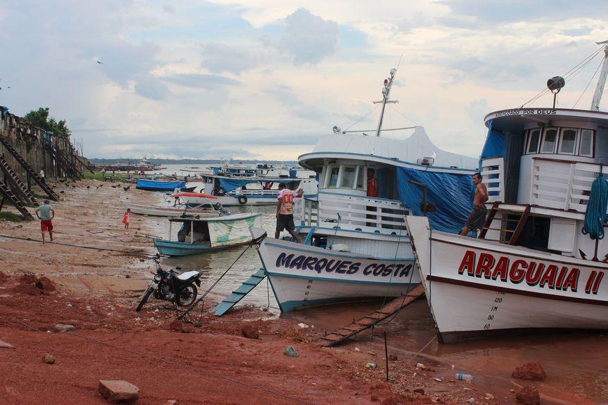 Типичный порт на реке Амазонке
