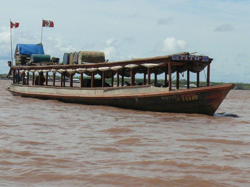 Пассажирский речной транспорт Амазонка в Перу