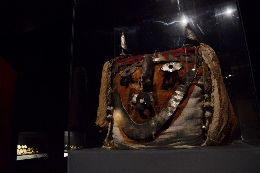 Погребальные головы из подушек с серебряной вышивкой Перу древние цивилизации