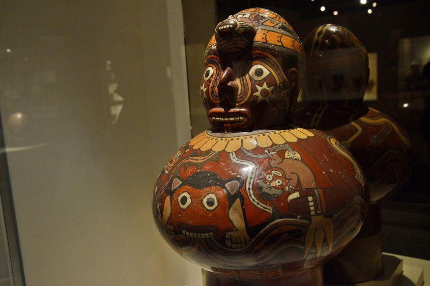 Керамическая ваза с лицом