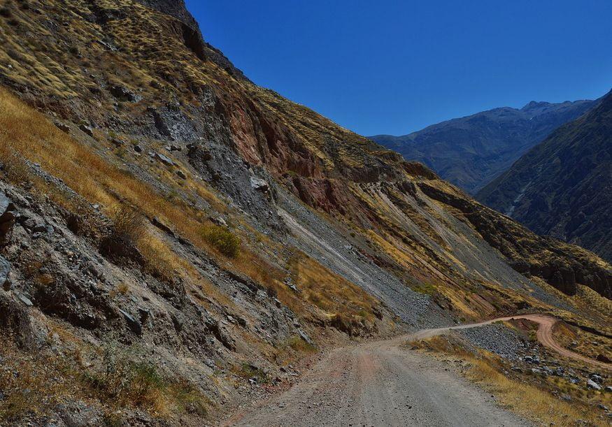 Цветные склоны каньона колка