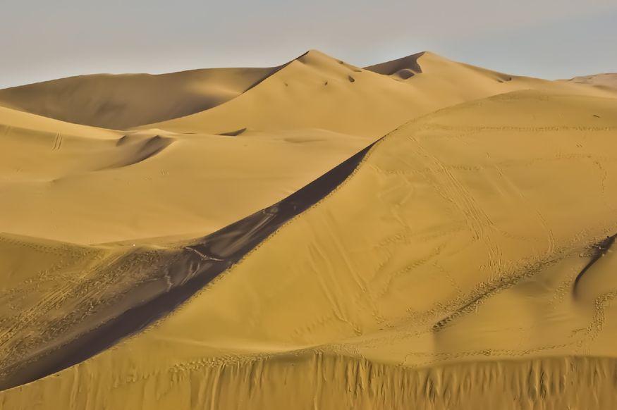 Линии песчаных дюн в Уакачина Перу