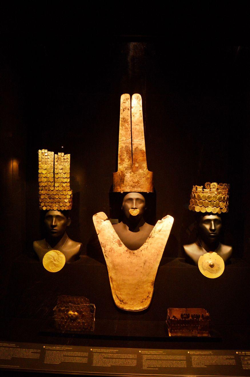 Золотые нагрудные и налобные пластины культура перу