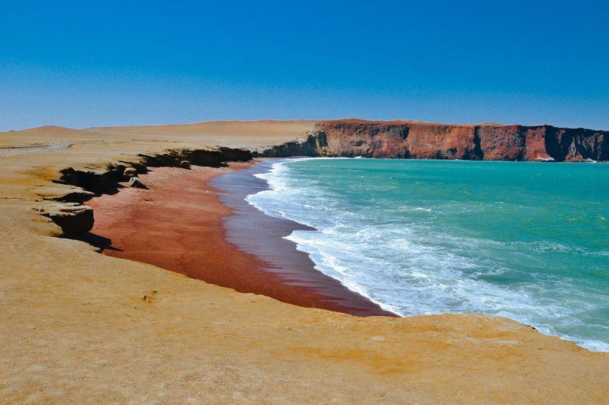 Красный пляж Перу Паракас