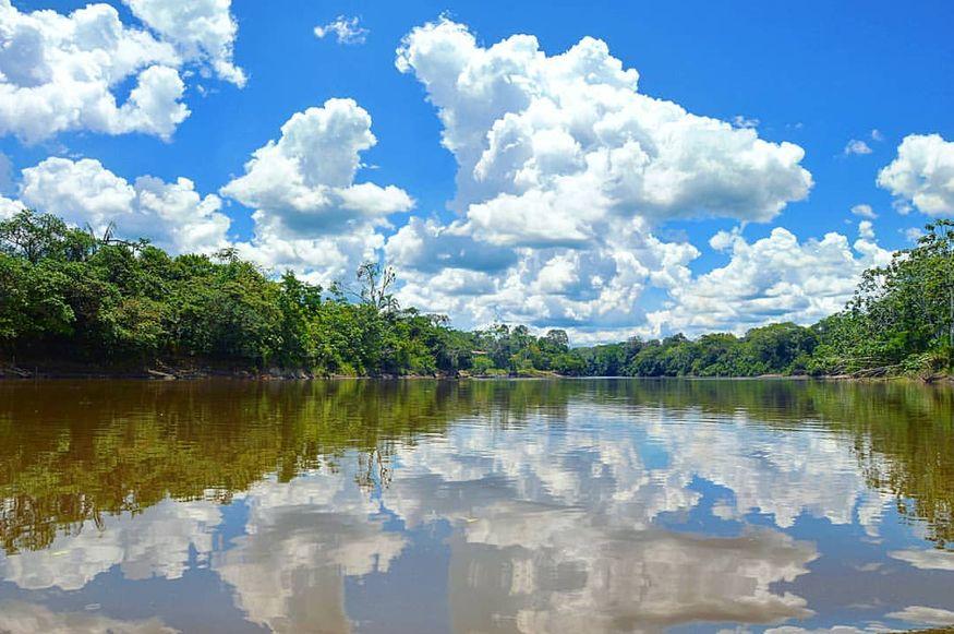Амазонка пейзаж с облаками днем