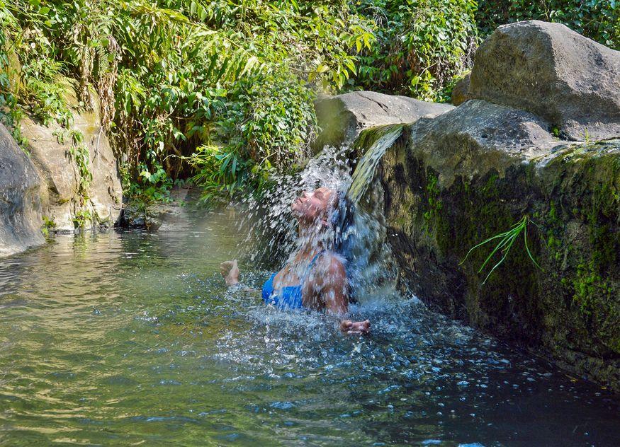 Водопад на кипящей реке шанай тимпишка