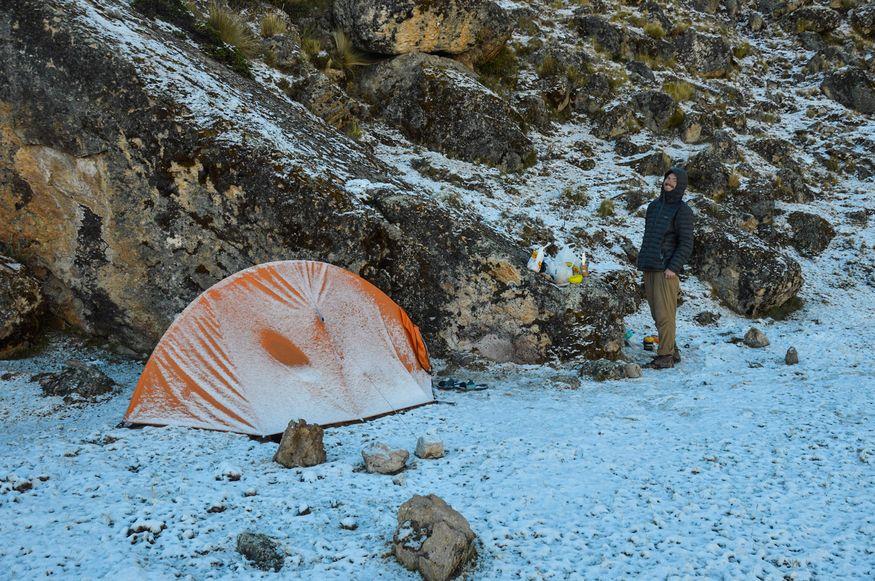 Долина Куйок Перу Cuyoc - палатка в снегу