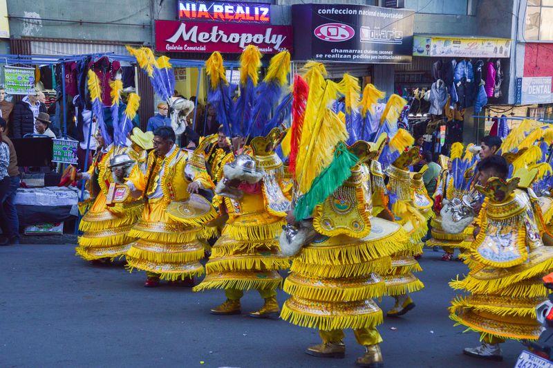 танец моренада в боливии - костюмы
