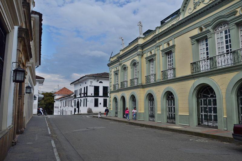 Аккуратная улица в центре Попаяна