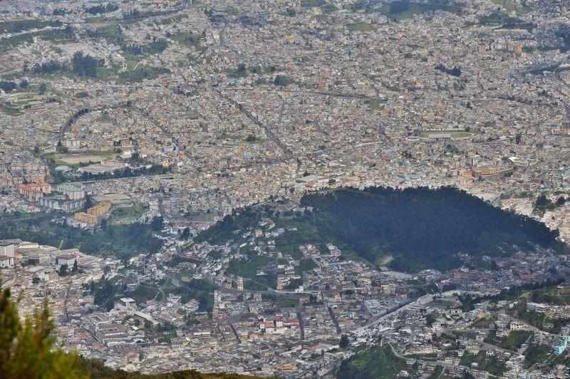 Вид с площадки телеферико на  Кито