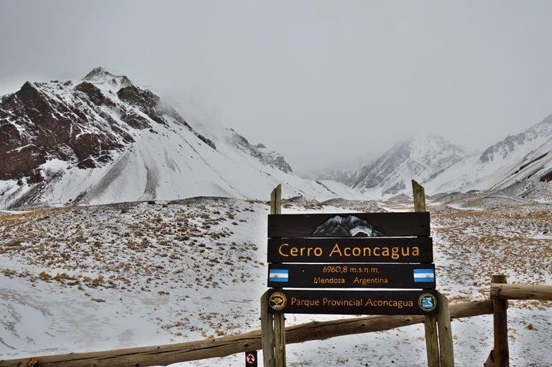 Гора Аконкагуа в облаках