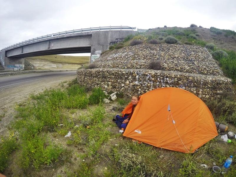 Ночевка под мостов — автостопом по Патагонии