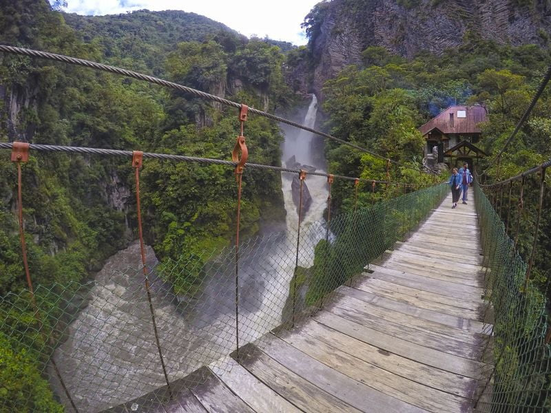Подвесной деревянный мост