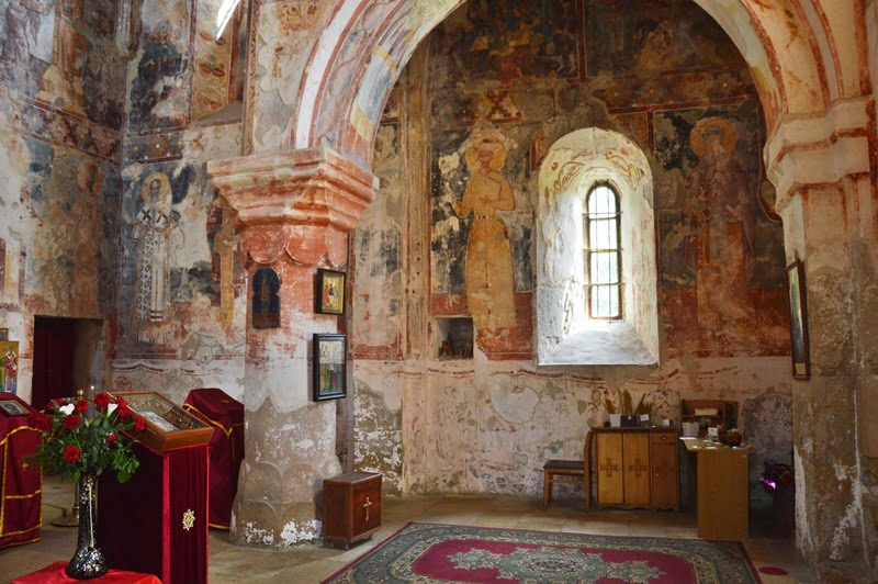 внутри храма Гиоргия в Гелати