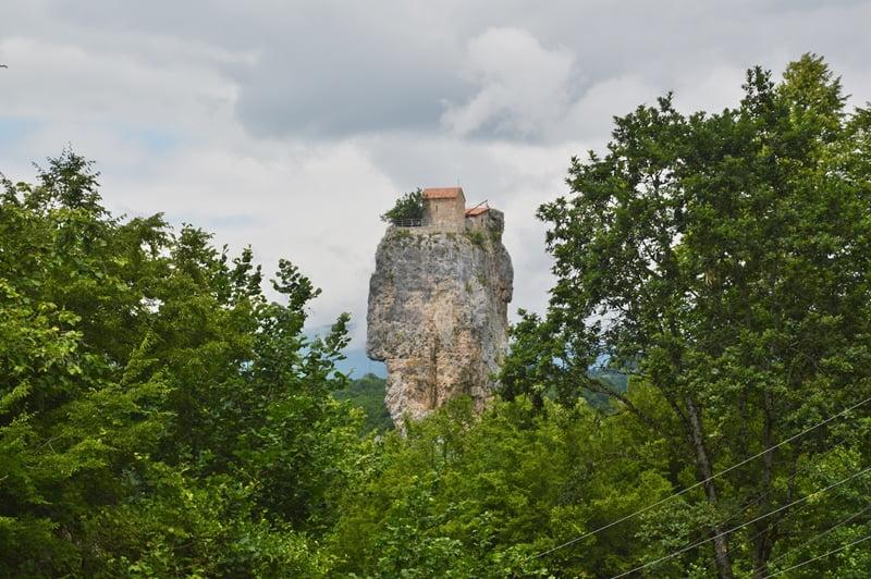 Церковь на скале Грузия