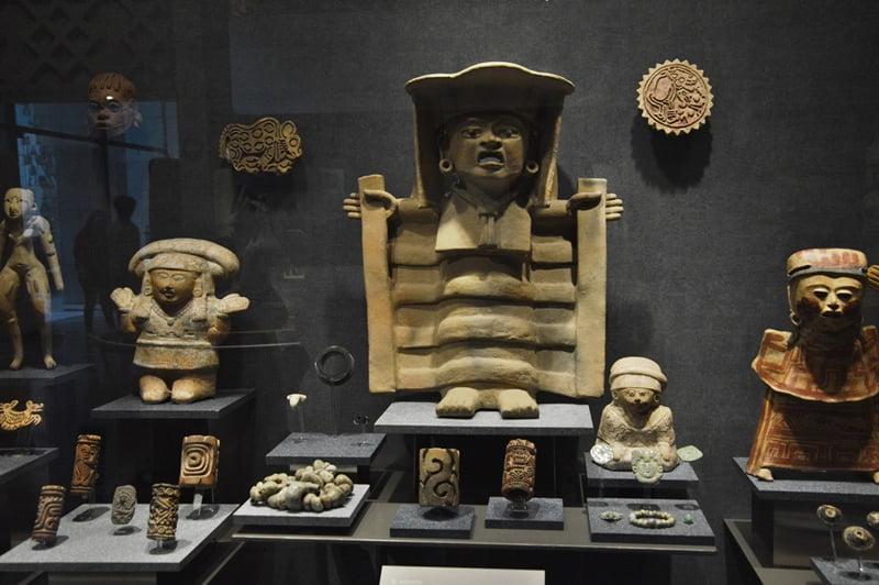 Зал уастеков в музее антропологии в мехико