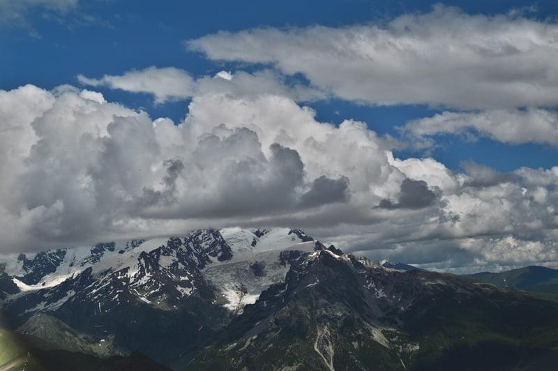 Облака и вершина Тетнульда