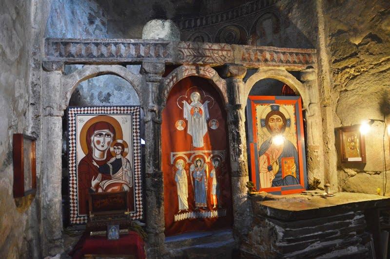 Иконы в сванском храме