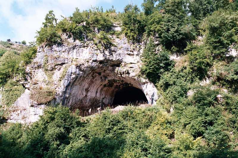 Дзудзуана пещера в Грузии